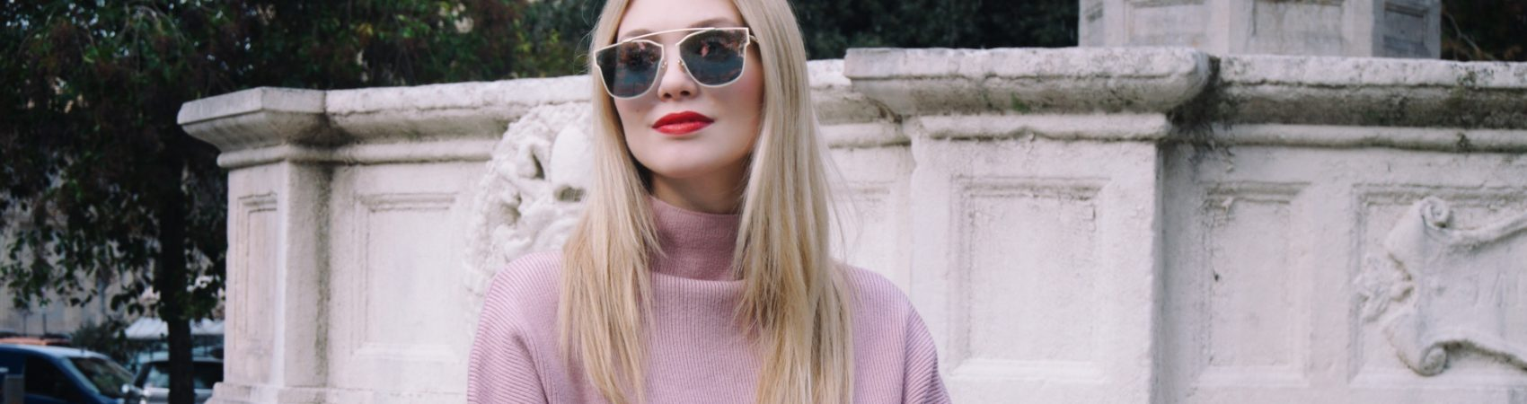 Pink knitwear to face the cold